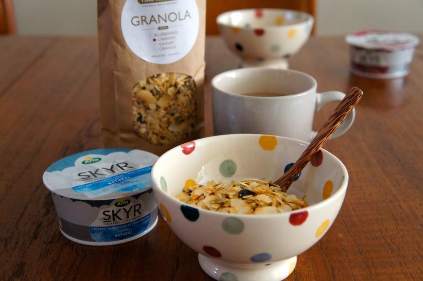 arla skyr granola breakfast